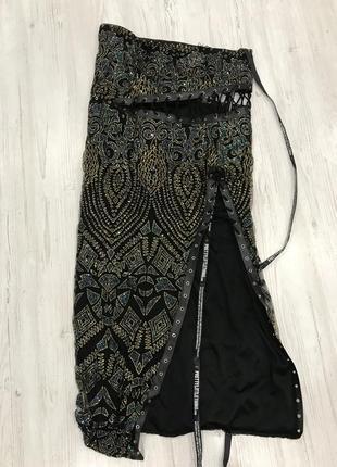 Ефектное платье миди со шнуровкой5