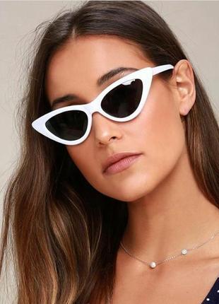 Стильные солнцезащитные очки лисички.