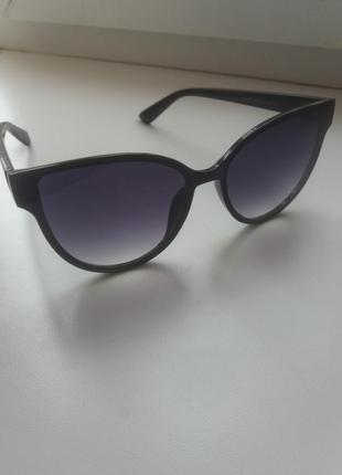 Солнцезащитные очки с поляризованой линзой