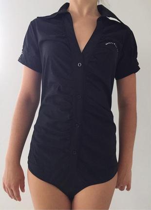 Черная рубашка-боди.
