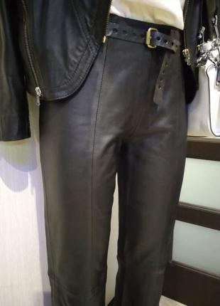 Крутые кожаные брюки прямого покроя в пол черные