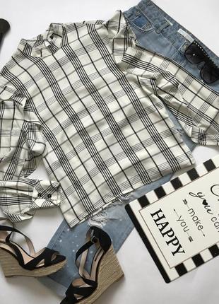 Вискозная блуза в клетку с воротником стоечкой и воланами на рукавах bershka размер s.