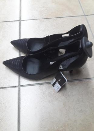 """Черные туфли -лодочки фирмы """"reserved""""."""