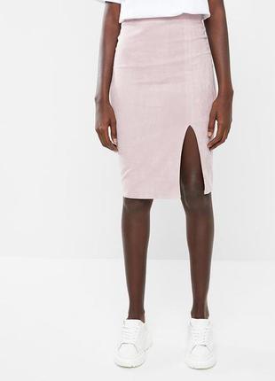 Замшевая розовая юбка на высокой посадке с разрезом спереди missguided