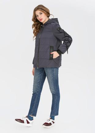 Короткая демисезонная куртка оверсайз с капюшоном синяя, желтая, коралловая, черная