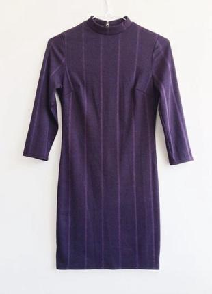 Платье облегающее по фигуре в рубчик под горло