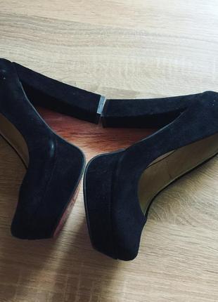 Замшевые туфли на широком каблуке