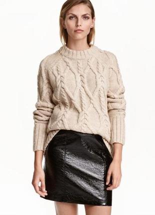 Крутая юбка под кожу с лаковым напылением от h&m