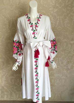 Белое нарядное льняное платье миди вышиванка