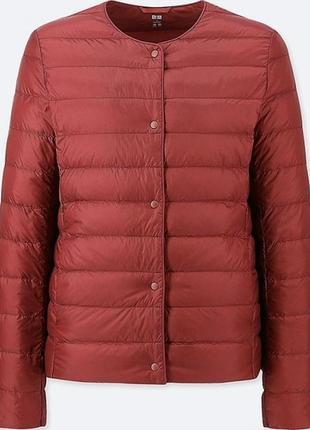 Темно-красная ультралегкая куртка на пуху uniqlo