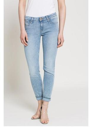 Базовые голубые джинсы lee.