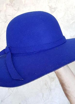 Тренд весни, сильний капелюшок яскравого кольору