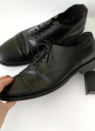 Ботинки, черевики, туфлі, туфли.