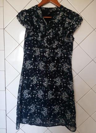 Короткое черное платье в цветочный принт от h&m