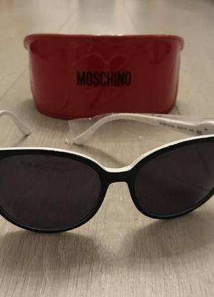 Оригинальные солнцезащитные очки moschino