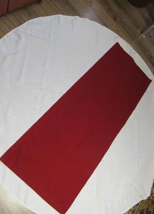 Круглая итальянская скатерть+насыщенного винного цвета раннер
