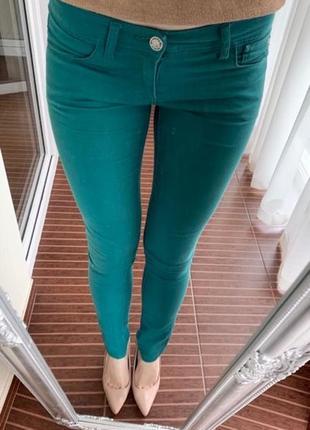 Крутые джинсы идеального цвета