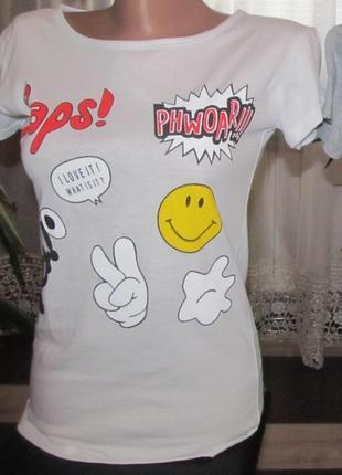 Стильная футболка с красивым принтом.