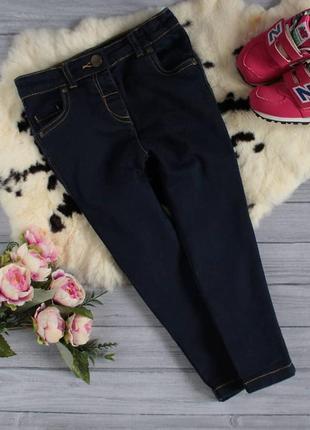 Темно-синие джинсы на малышку