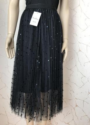 Чёрная базовая юбка плиссе в горошек
