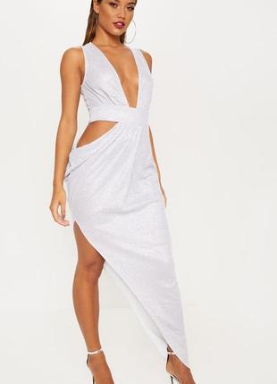 Серебряное асиметричное платье с вырезом