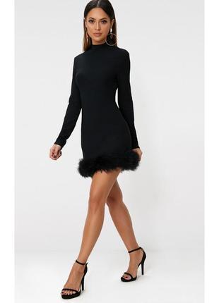 Платье с рукавами и пухом страуса
