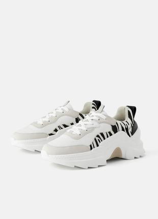 Новые шикарные фирменные кроссовки