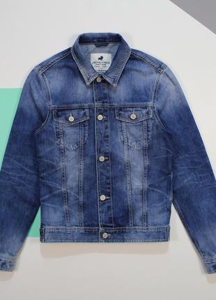 Классная джинсовка с оригинальными высветлениями от jack&jones