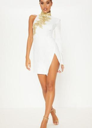 Елегантное платье с одним рукавом