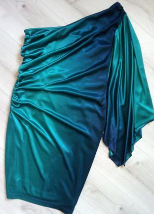 Яркое коктельное платье с рукавом кимоно