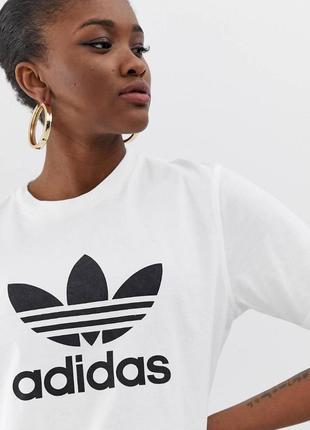 Белая oversize футболка adidas originals с логотипом