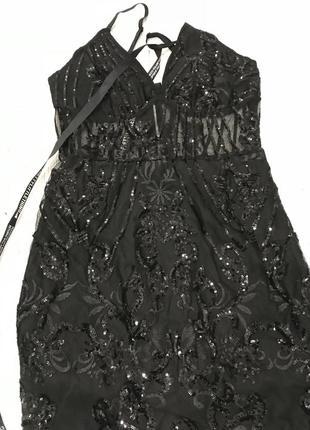 Мини платье в чорные паетки