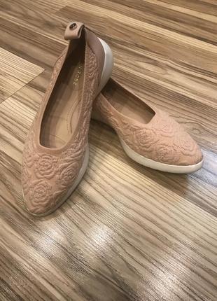 Фирменные туфли- слипоны