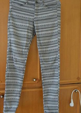 Шикарные фирменные штаны из котона,очень красивая расцветка,размер 38