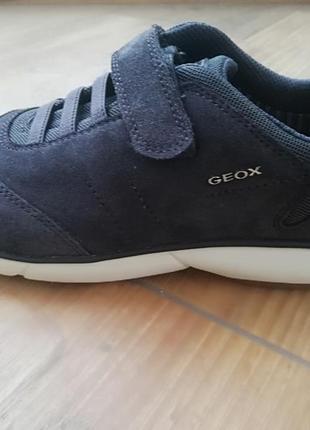 Geox кросівки для дівчинки.