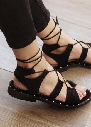 Кожа. замша. стильные босоножки с актуальной шнуровкой