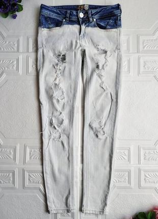 Узкие светлые джинсы скинни bershka, рваные, с дырками