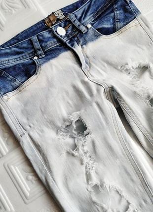 Узкие светлые джинсы скинни bershka, рваные, с дырками2 фото