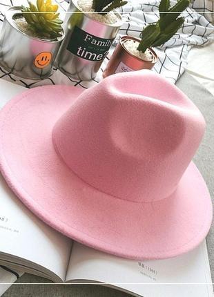 Женская шляпа с устойчивыми полями розовая