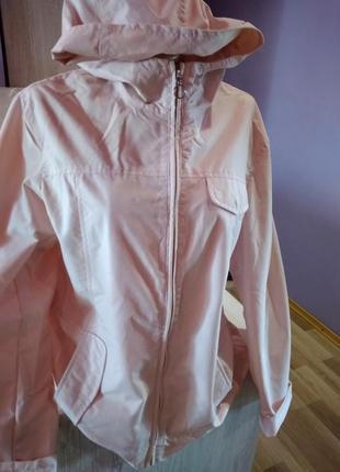 Супер стильная куртка весенняя нежный цвет пудра брендовая модель без дефектов крутая.