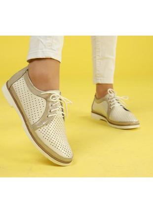 Туфли из натуральной кожи бежевого цвета с перфорацией