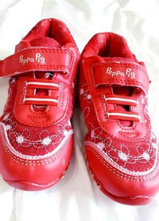 Красные кроссовки tu 23-24 размер