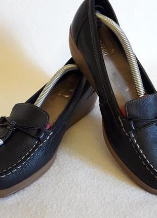 Кожаные туфли на танкетке фирмы hotter p. 41 стелька 26,5 см