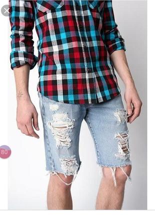 Рванные джинсовые шорты
