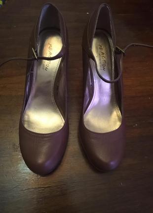 Красивые кожаные босоножки-туфли