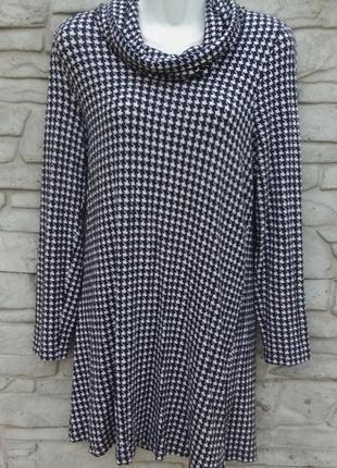 Классное, стильное платье-туника в черно -  белый принт