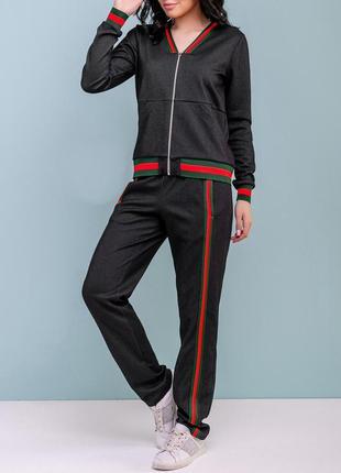 Женский спортивный черный костюм на молнии с красно-зелеными лампасами (1123 svtt)