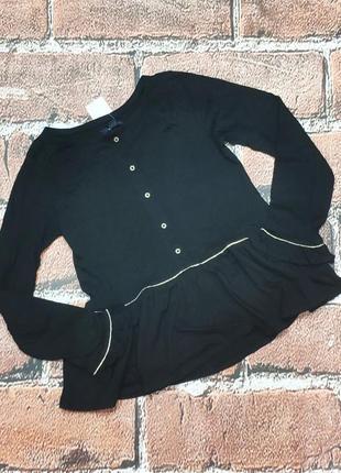 Черная блузка с золотистой фурнитурой