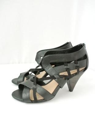 Стильные модные комбинированные босоножки dorothy perkins на каблуке. размер 5/38.