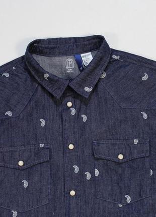 Изумительная приталенная джинсовая рубашка на заклепках от h&m